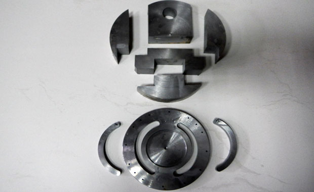 Waterjet-cutting-stainless-steel-1